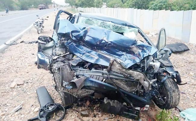 Car And Bus Accidents In YSR Kadapa - Sakshi