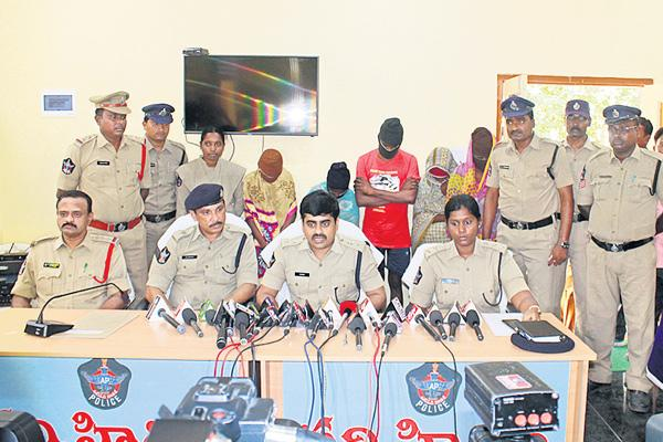 kidnappers gang arrested - Sakshi