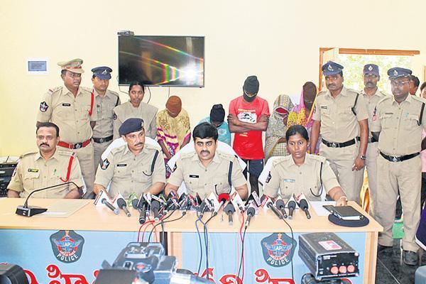 kidnappers gang arrested - Sakshi