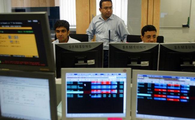 Markets  closes  Flat ahead of GDP data - Sakshi