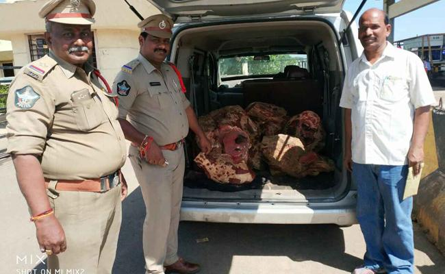 Sandle Wood Smuggling In Costly Cars PSR Nellore - Sakshi