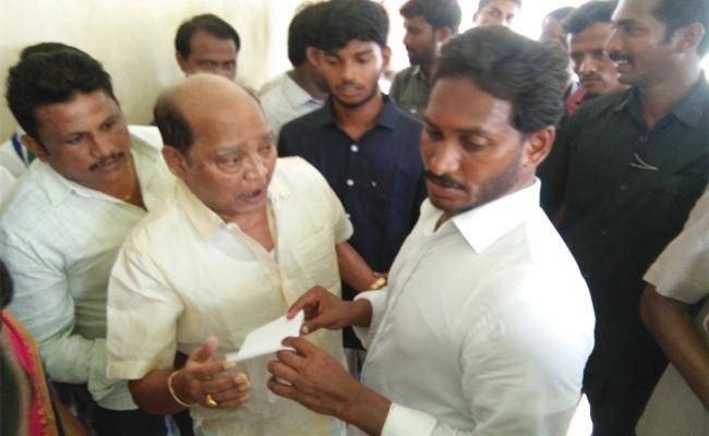 Militry Naidu Meets YS jagan In Praja Sankalpa Yatra - Sakshi