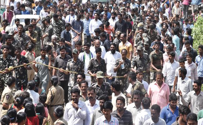 People Support To YS Jagan Praja Sankalpa Yatra - Sakshi