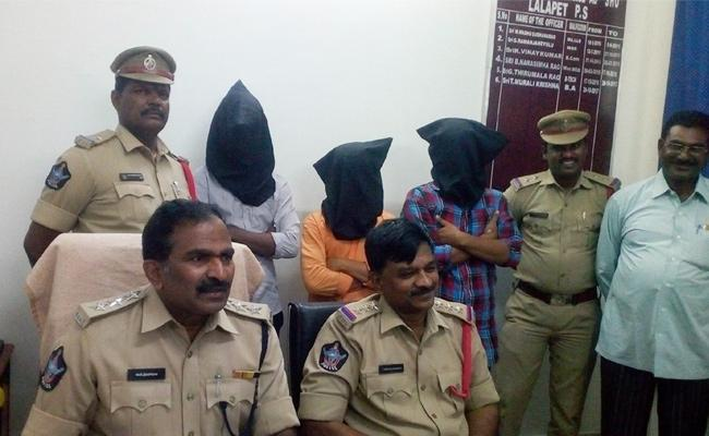 Minor And Two Other Arrest In Robbery Case Guntur - Sakshi