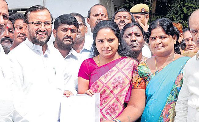 TRS Mp Kavitha Meets Prakash Javadekar About Mid Day Meals Workers Issue - Sakshi