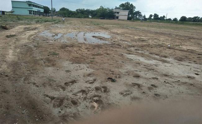 Development Of Sports Buildings Works Pending In Prakasam - Sakshi