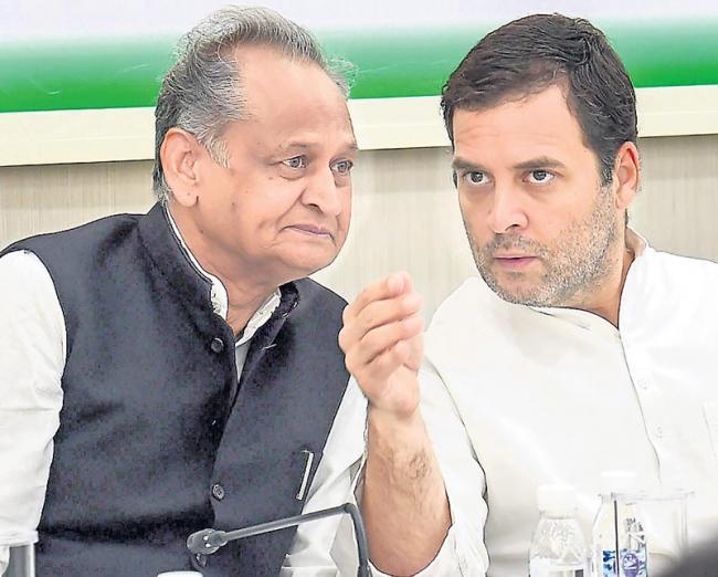 Rahul Gandhi chairs CWC meet, decides to target Modi govt on corruption - Sakshi