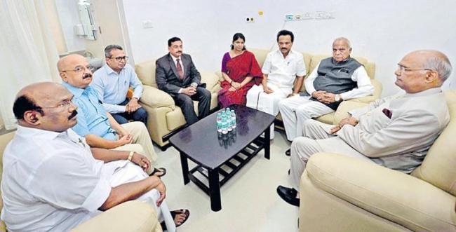 President Ram Nath Kovind visits Karunanidhi in hospital - Sakshi