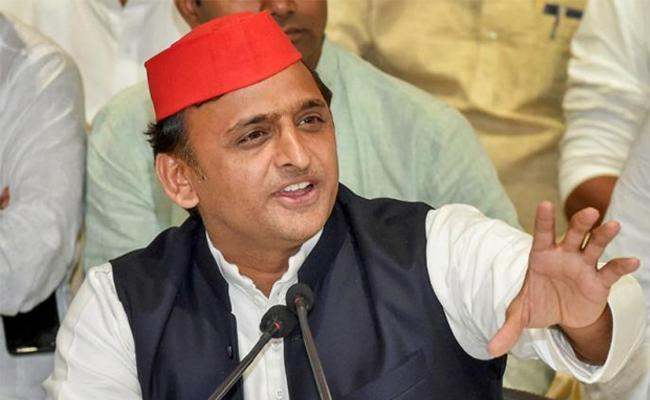 Akhilesh Yadav Offers Rs 11 Lakh For Info Over Damaged Bungalow Row - Sakshi