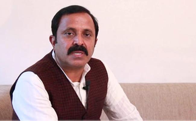 Madhu Yashki Slams MP Kavitha, Minister Pocharam - Sakshi
