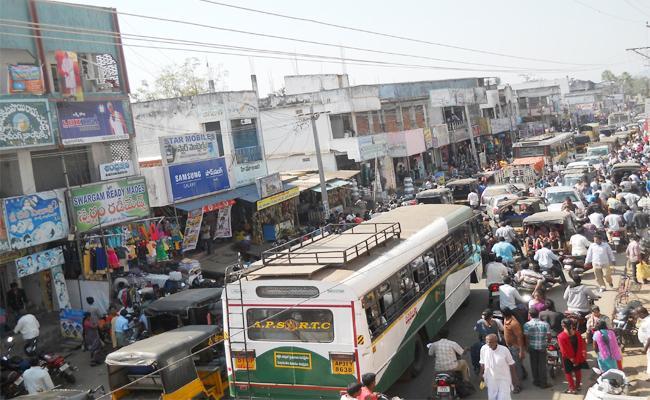 Narsipatnam Traffic Problems With Highway Grabs Visakhapatnam - Sakshi