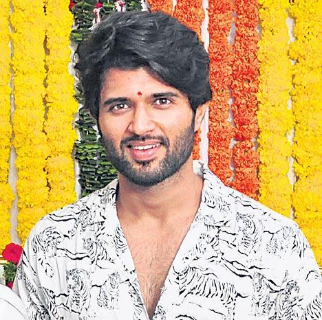 Vijay Deverakonda's Dear Comrade starts shooting - Sakshi