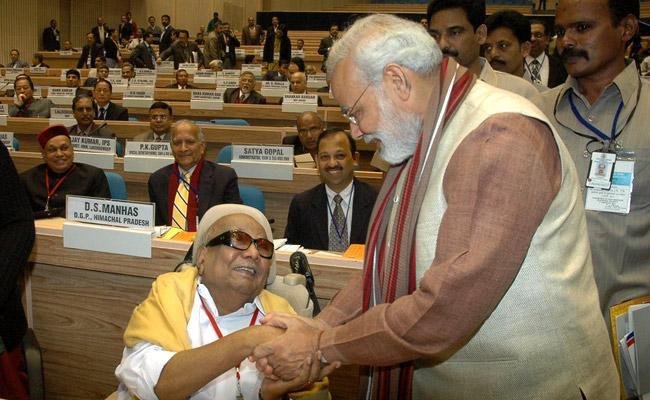 Narendra Modi Said Karunanidhi Oppose To Emergency - Sakshi