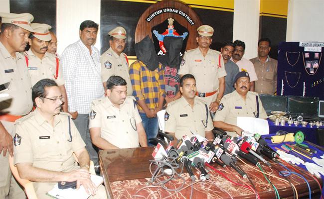 Brothers Arrest In Robbery Case Guntur - Sakshi