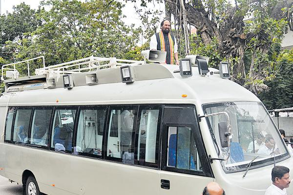Uttam reviews arrangements for Rahul Gandhi's visit - Sakshi