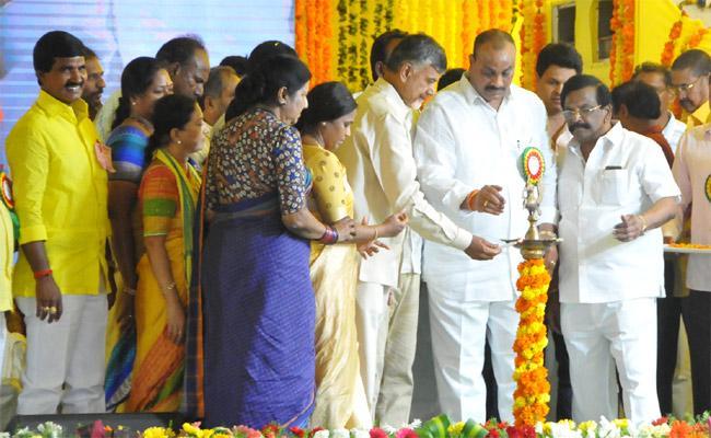 CM Chandrababu Naidu Slams On Modi Government Prakasam - Sakshi