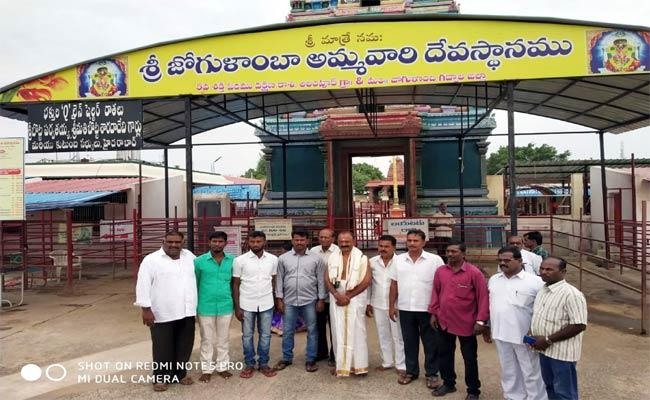 Raghuveera Reddy Visited Jogulamba Temple - Sakshi