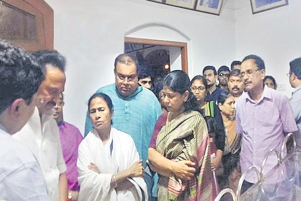 Case on Karunanidhi's Burial at Marina Beach Adjourned to 8 August - Sakshi