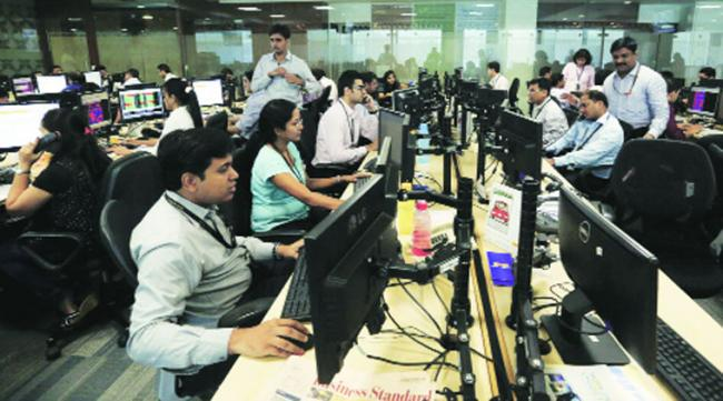 Employees Who Put In Too Much Effort Perform Worse - Sakshi