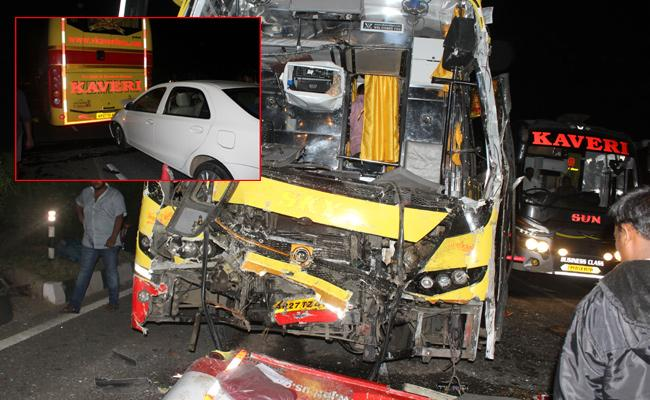 Travel Bus Accident In Guntur Highway - Sakshi