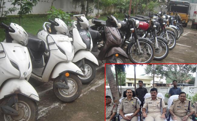 Bike Robbery Gang Arrest In Visakhapatnam - Sakshi