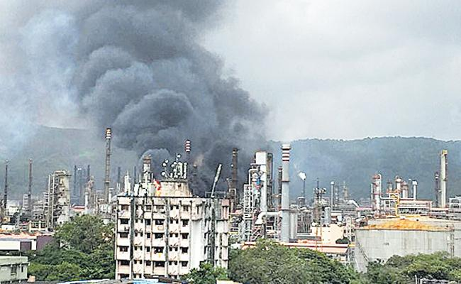 Fire Accident At Petrol Refinery In Mumbai - Sakshi
