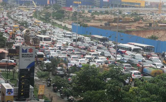 Heavy Rains In Hyderabad Traffic jams At Various Locations - Sakshi