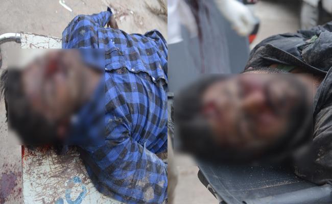 Two Died In Road Accident In Karimnagar - Sakshi