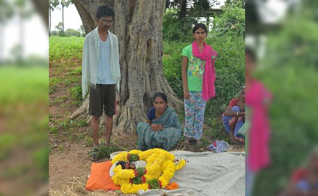House Owner Not Allowed Tenant Dead Body Into Rent House In Nalgonda - Sakshi