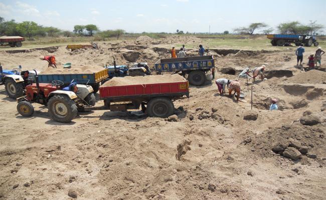Farmers Problems With Sand Mafia In Warangal - Sakshi