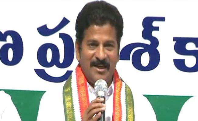Revanth Reddy Fires On CM KCR In Gandhi Bhavan - Sakshi