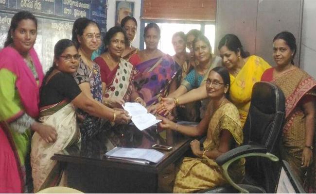Teachers Demand For OPS In East Godavari - Sakshi