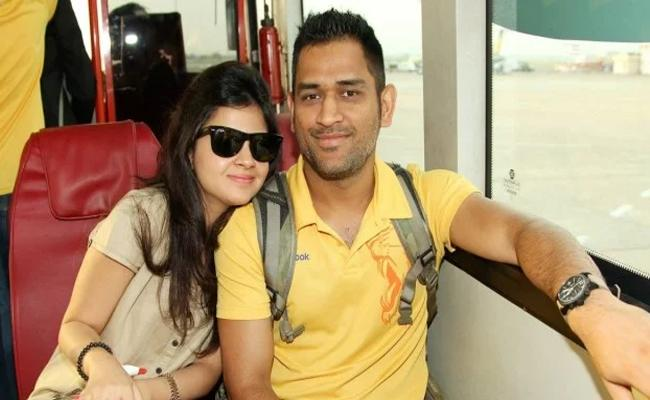 Sakshi Dhoni Was On Flight With Husband Wife Pilots