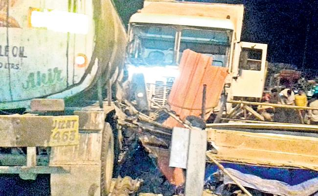 Accident At Toopran Toll Plaza - Sakshi