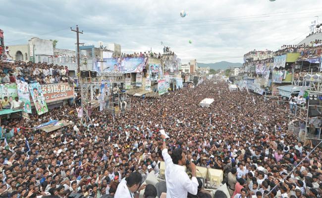 YS Jagan Slams Cm Chandrababu Naidu in Chodavaram Public Meeting - Sakshi