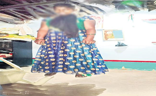 Women Suicide Attempt In Rangareddy - Sakshi