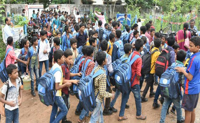 Govt School Not Implement  Uniform Adilabad - Sakshi