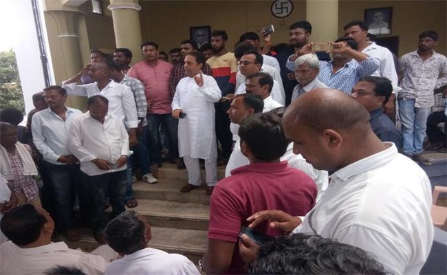 Congress Leader Suresh Reddy  Join TRS - Sakshi