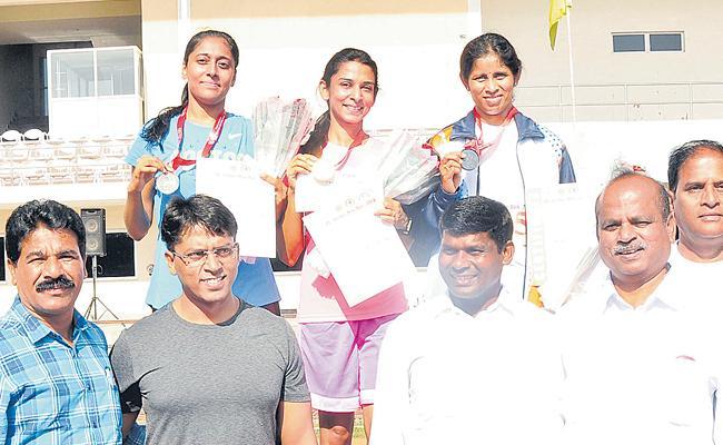 Navya, Raghavika got Gold Medals - Sakshi
