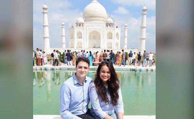 IAS Couples Aamir And Tina Dabi Visit Taj Mahal - Sakshi