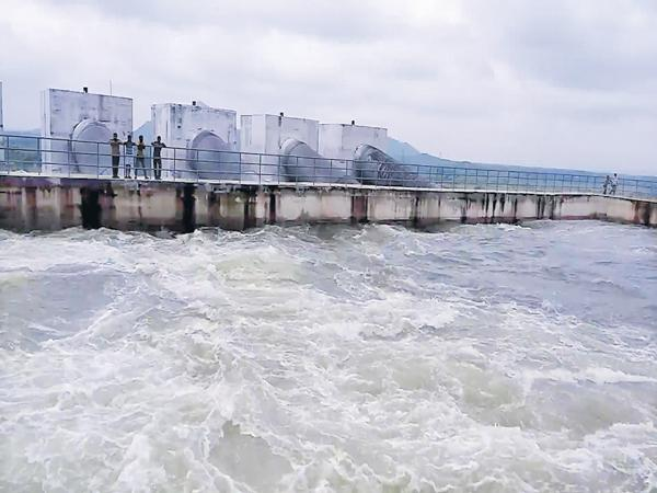 New reservoirs for Extra water reserves of Kalvakurthi Lift Irrigation - Sakshi