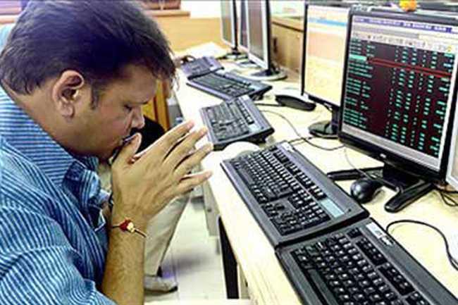Stockmarket  drops  over  300 points - Sakshi
