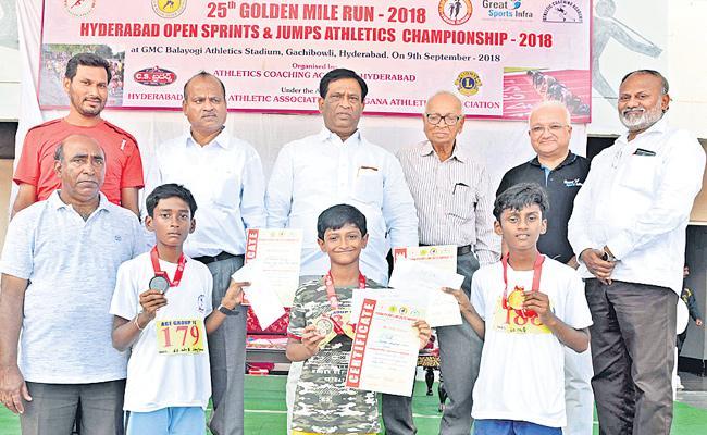 Suresh, Mahesh won 100 Meters Titles in Hyderabad Open Athletics Meet - Sakshi