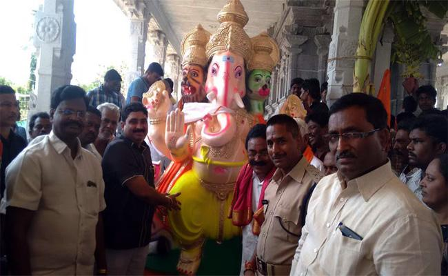Ganesh Statues Distribution In Chittoor - Sakshi