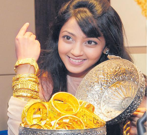 'Rupee' support to gold - Sakshi