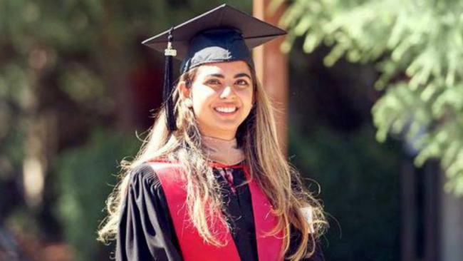 Isha Ambani With Anand Piramal, Family As She Receives Her MBA Degree - Sakshi