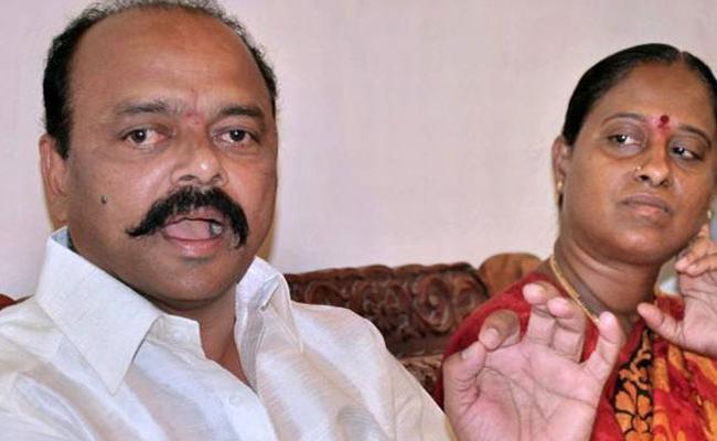 Konda Surekha Couple meeting with close aids - Sakshi