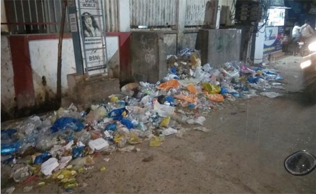sanitation workers Strike in PSR Nellore - Sakshi