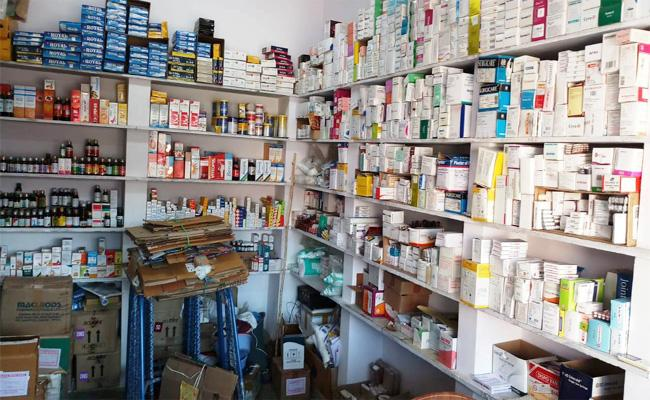 Rules Breaking In pharmacy Shops YSR Kadapa - Sakshi