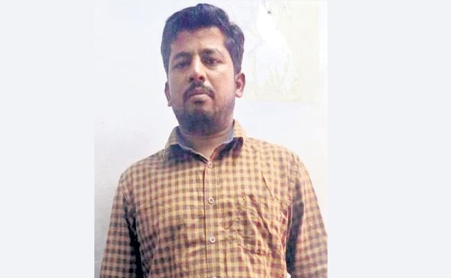 Priest Arrest In Robbery Case Hyderabad - Sakshi